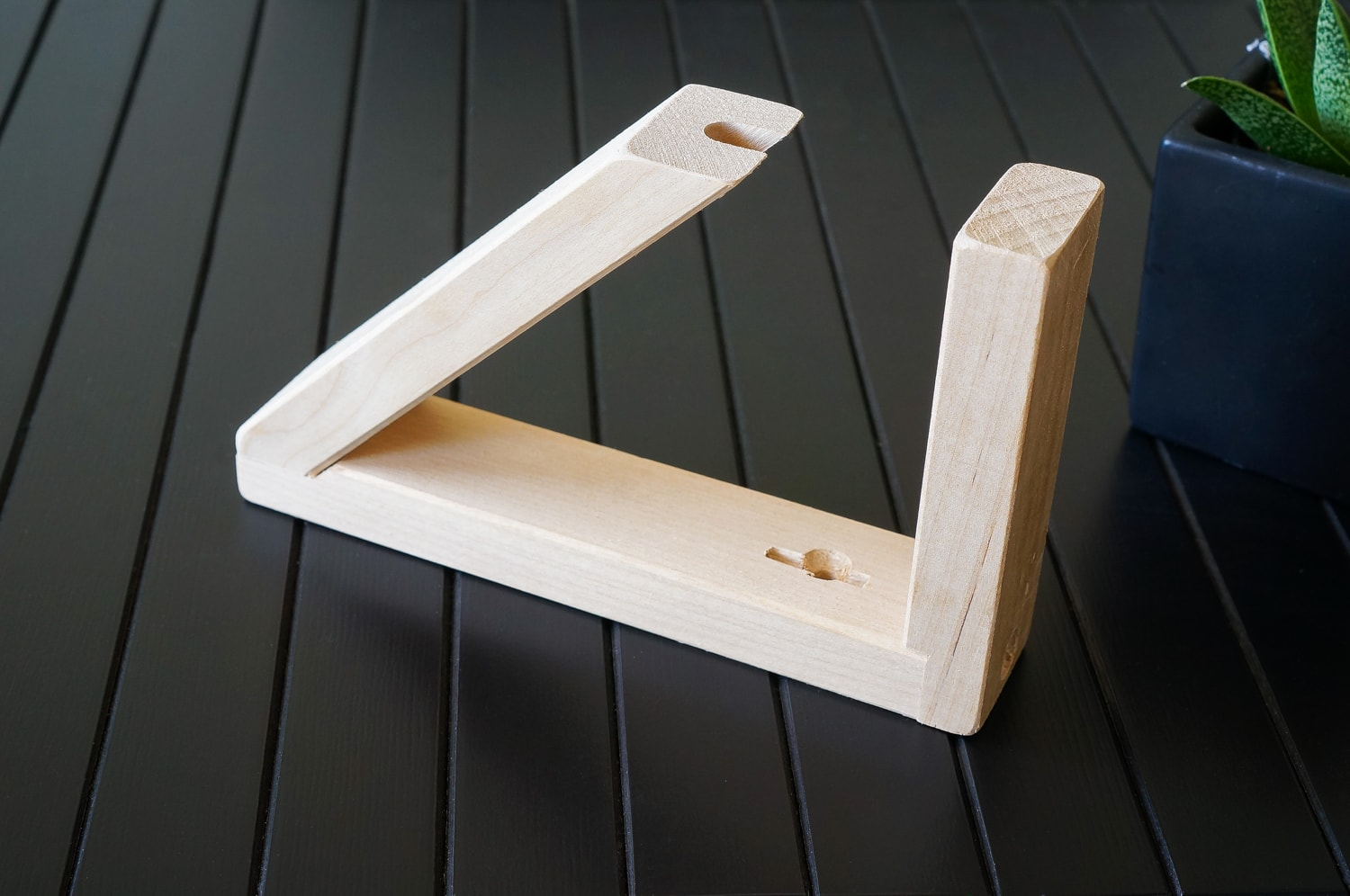 Wooden stand for boomerang